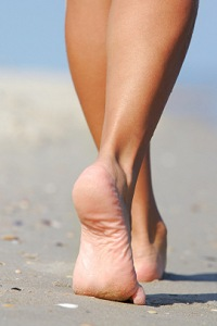 Common rashes are caused by fungus, allergies, sweating in footwear, or stress.